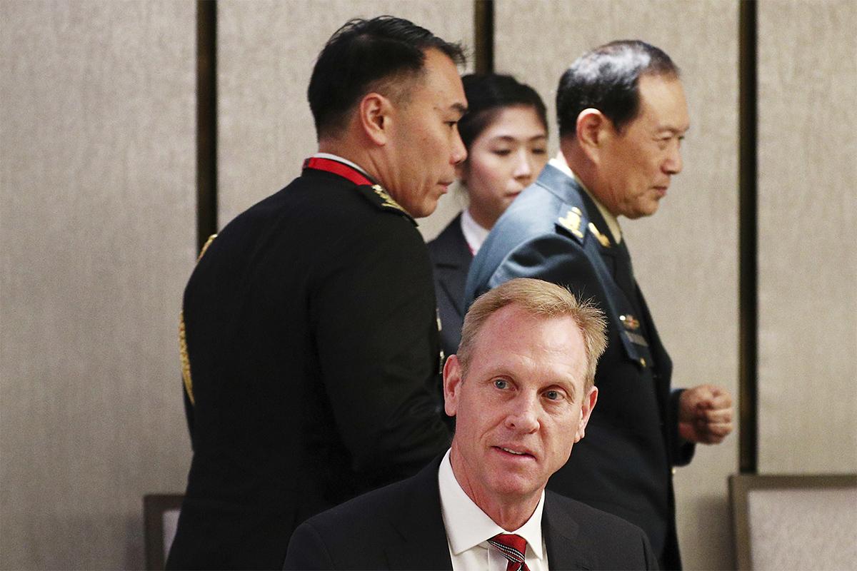 圖/美國代理國防部長夏納翰與中國國防部長魏鳳和共同參加新加坡亞洲安全會議。(Yong Teck Lim/AP/達志影像)
