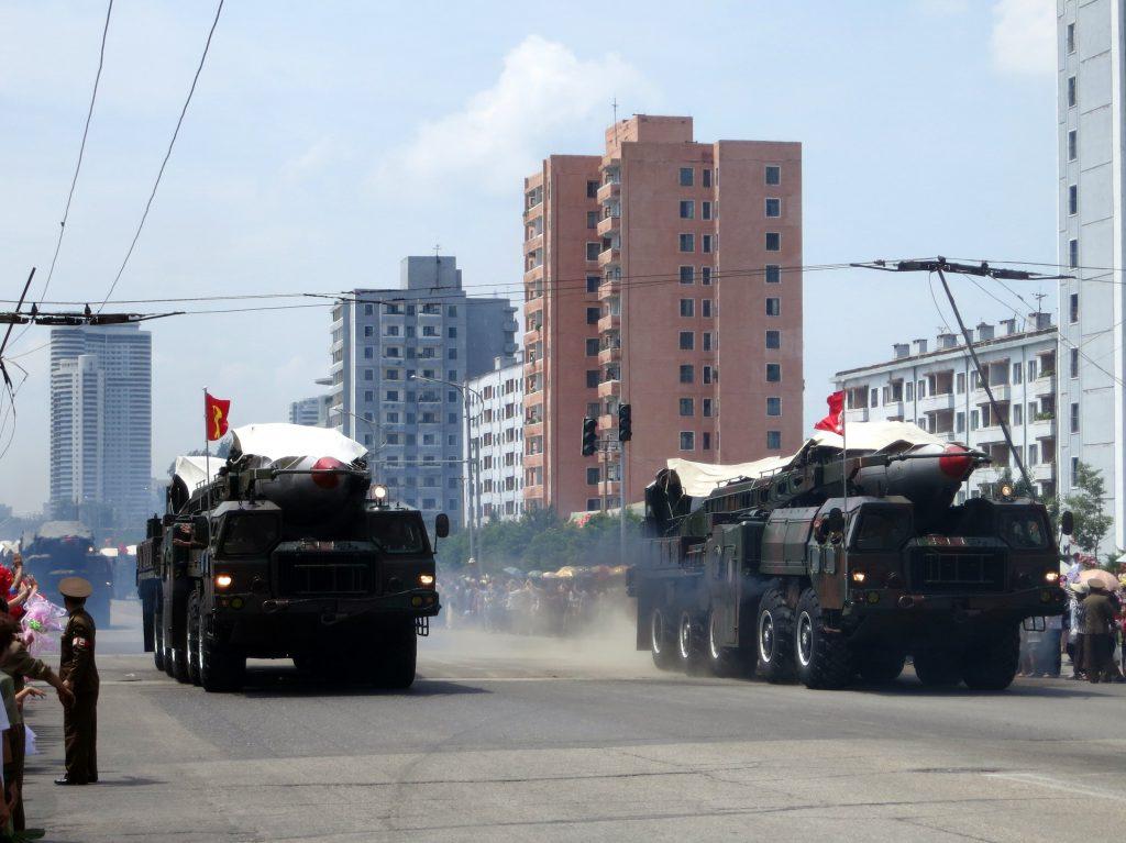 2019 年 8 月 24 日清晨,朝鮮從東部咸鏡南道朝日本海方向發射兩枚疑似短程彈道飛彈的不明飛行物(圖/Stefan Krasowski/CC BY 2.0)