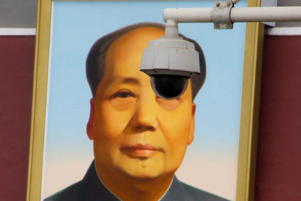 天安門廣場前的監視器(圖/Thomas Peter/路透社・達志影像)