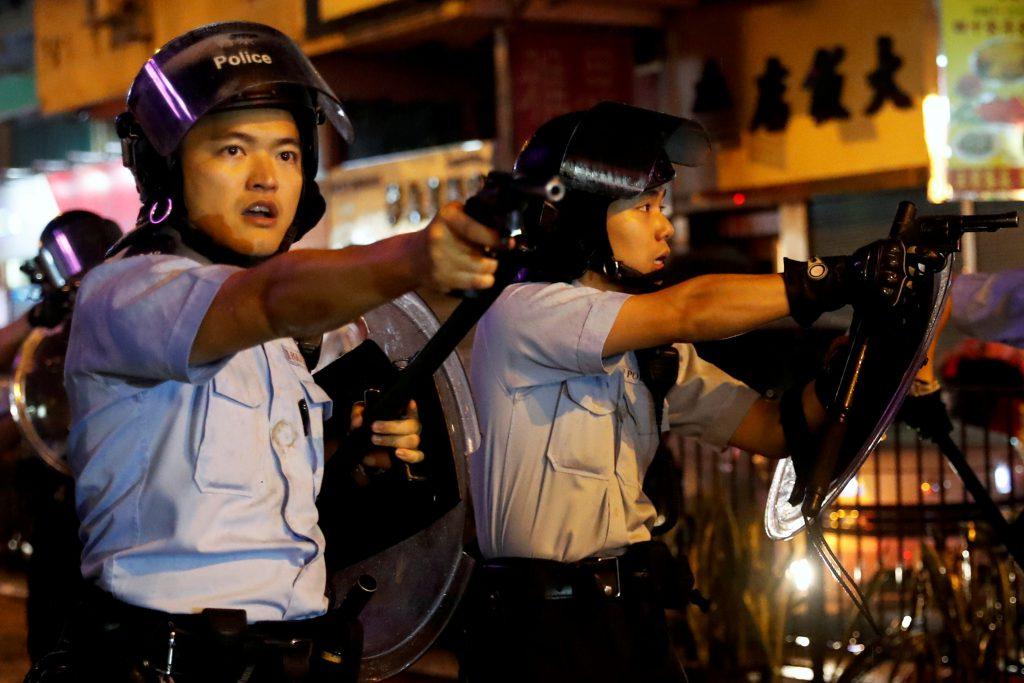 香港825反送中遊行12歲男童被捕,港警首度開槍示警(圖/Tyrone Siu/路透社・達志影像)